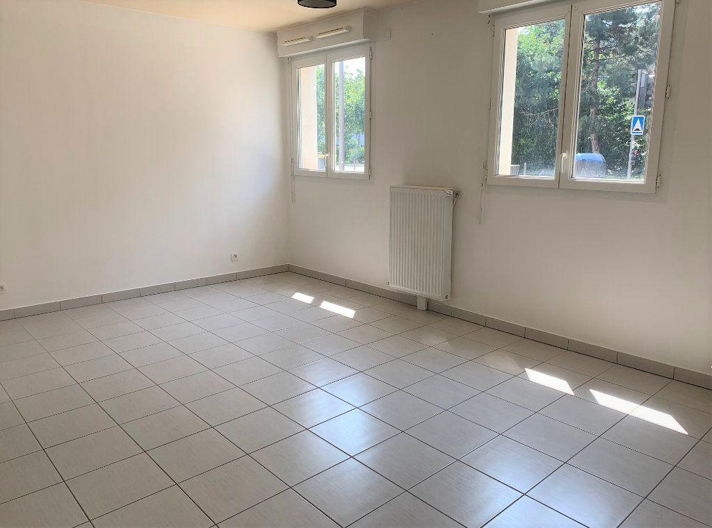Appartement à louer 1 25.82m2 à Massy vignette-1