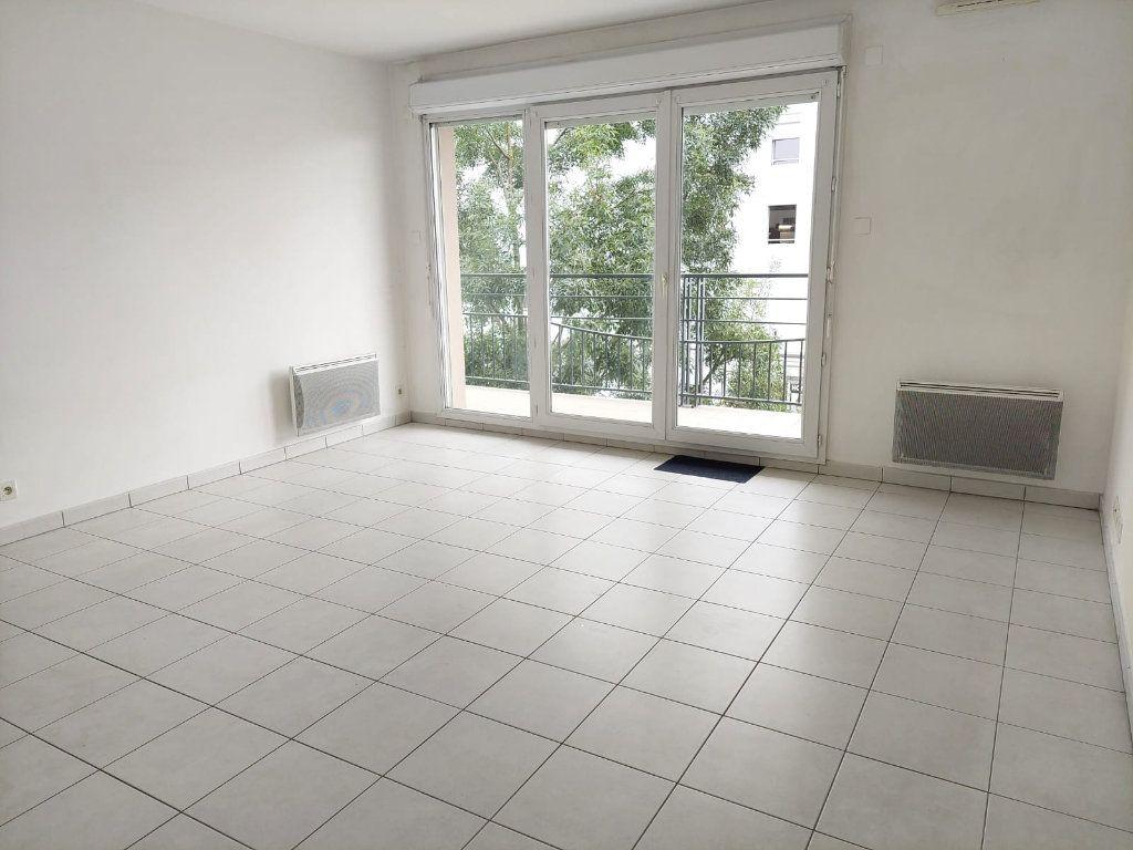 Appartement à louer 3 63.02m2 à Massy vignette-1