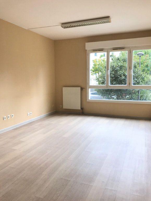 Appartement à louer 3 66.39m2 à Massy vignette-1