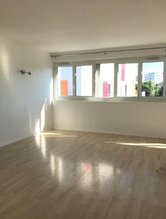 Appartement à louer 4 60.67m2 à Massy vignette-2