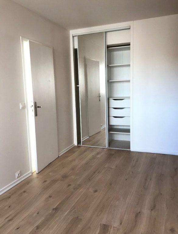 Appartement à louer 4 60.67m2 à Massy vignette-4