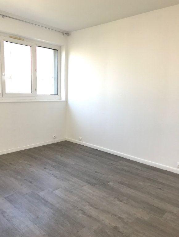 Appartement à louer 4 60.67m2 à Massy vignette-5