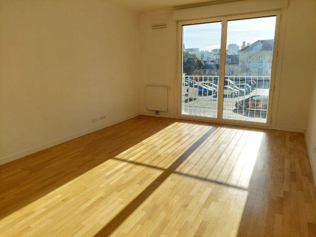 Appartement à louer 2 46.08m2 à Massy vignette-2