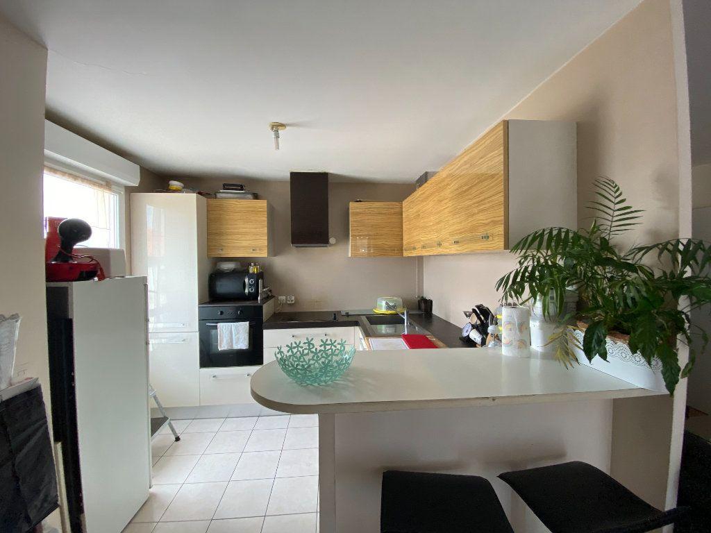 Appartement à vendre 3 60.52m2 à Combs-la-Ville vignette-1