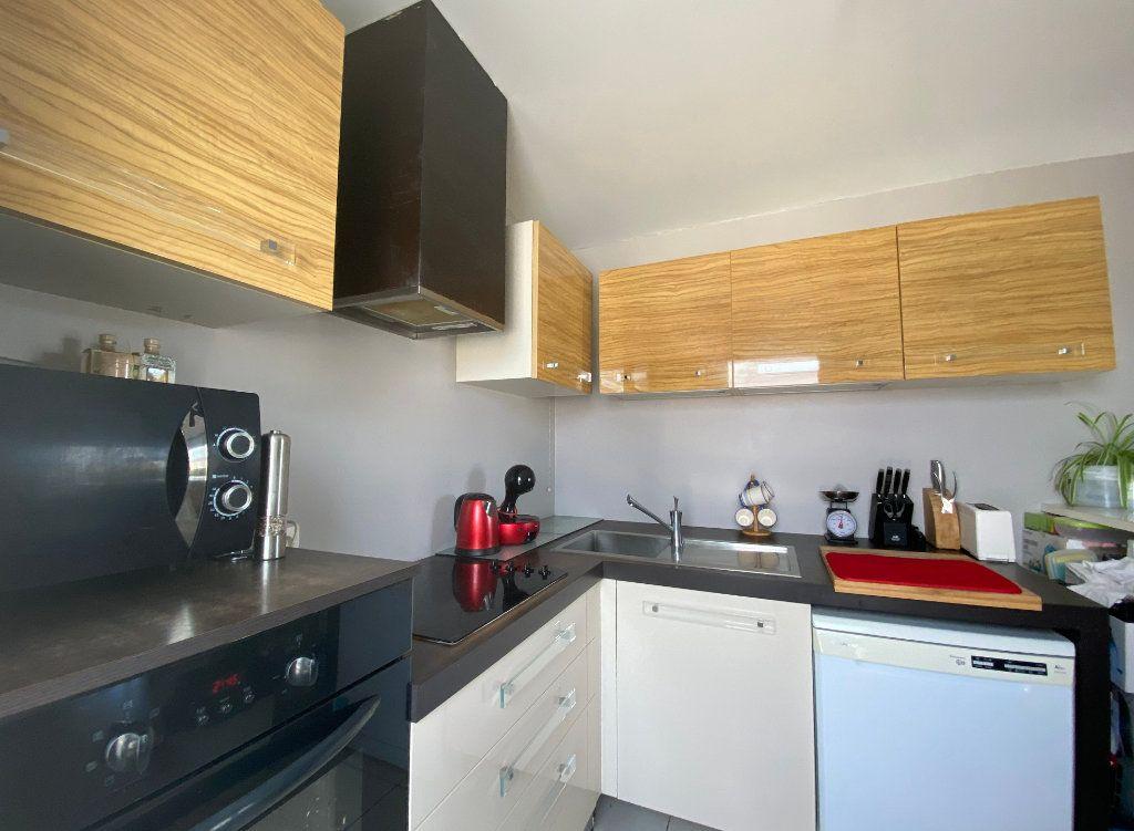 Appartement à vendre 3 60.52m2 à Combs-la-Ville vignette-2