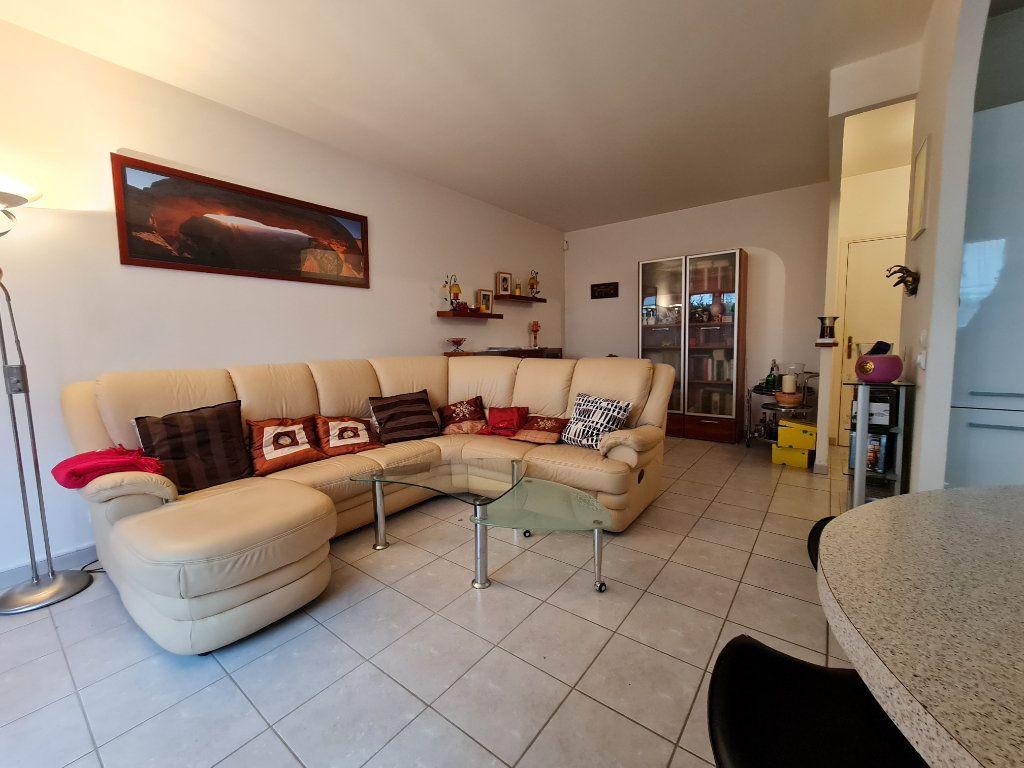 Appartement à vendre 3 66m2 à Villecresnes vignette-1