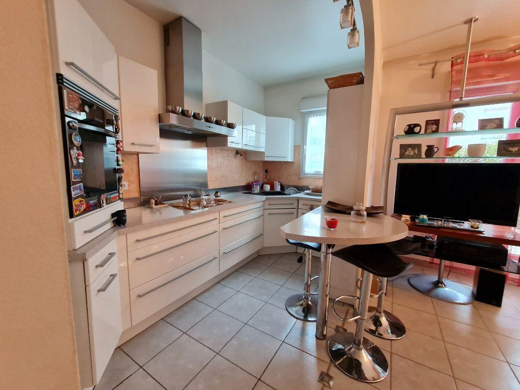 Appartement à vendre 3 66m2 à Villecresnes vignette-4
