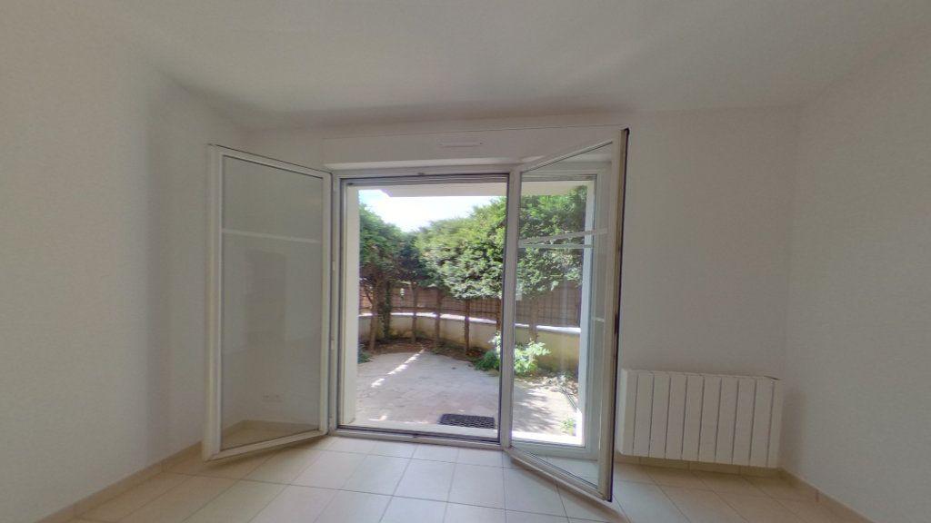 Appartement à louer 1 26m2 à Villecresnes vignette-4
