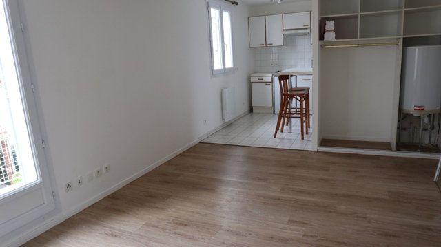 Appartement à louer 1 28.29m2 à Villecresnes vignette-1