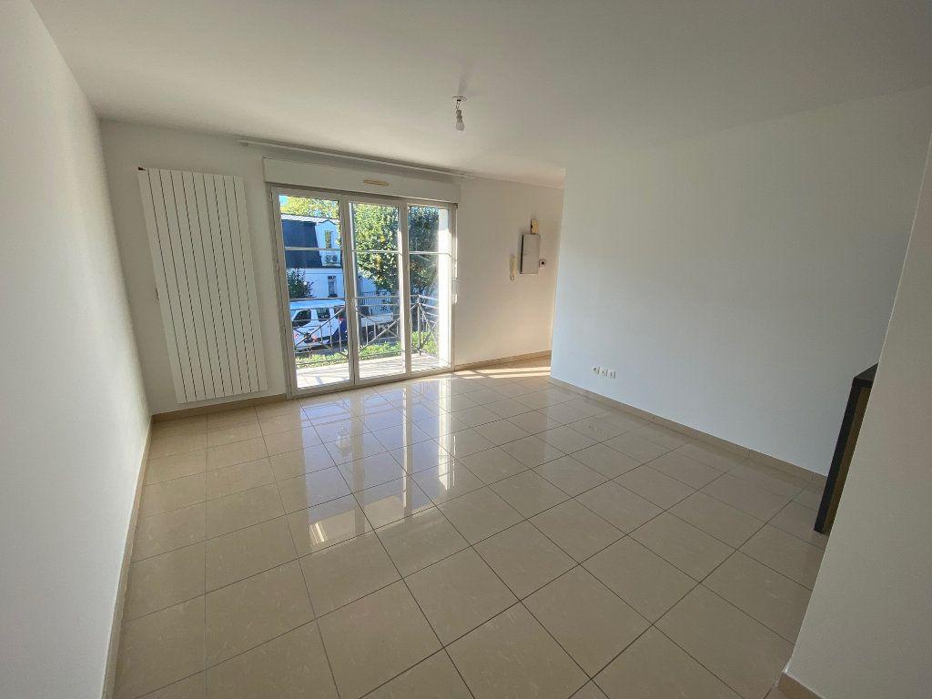 Appartement à louer 2 36.5m2 à Villecresnes vignette-3