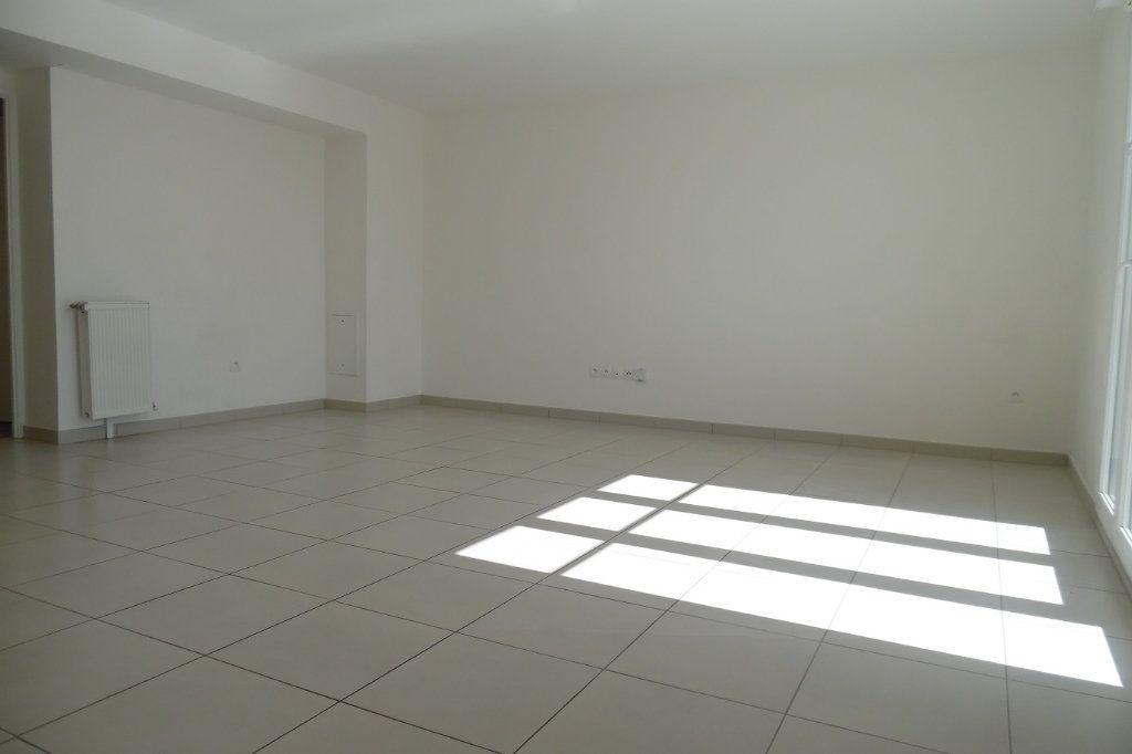 Appartement à louer 3 77.73m2 à Crosne vignette-3