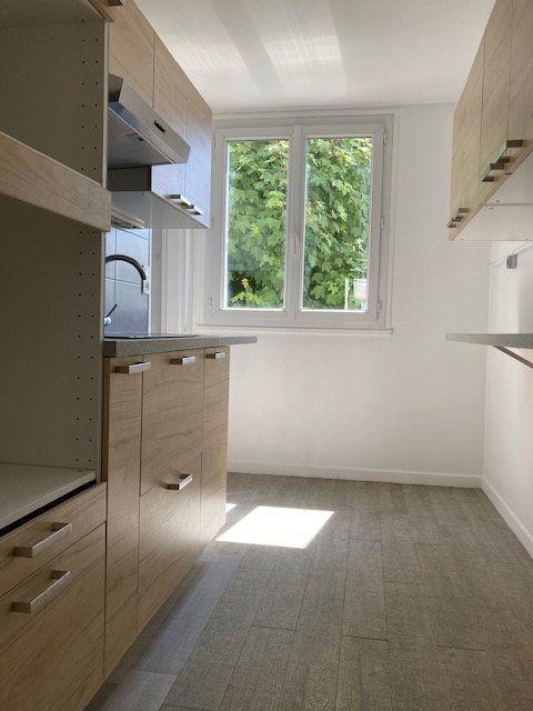 Appartement à louer 4 64.29m2 à Crosne vignette-1
