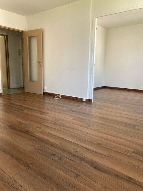 Appartement à louer 4 64.29m2 à Crosne vignette-3