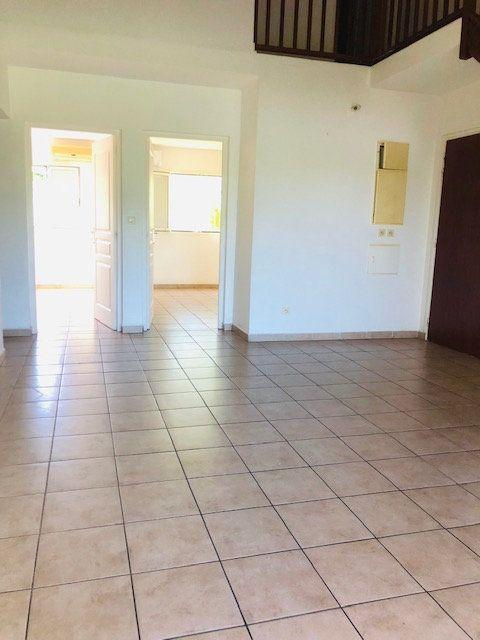 Appartement à louer 4 81m2 à Petit-Bourg vignette-3