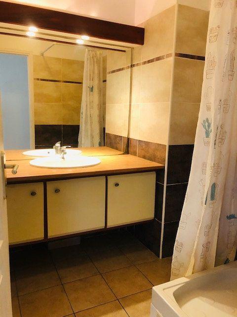 Appartement à louer 4 81m2 à Petit-Bourg vignette-4