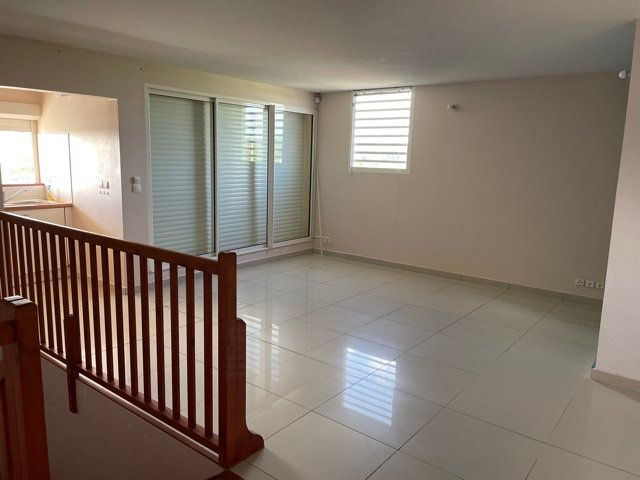 Appartement à louer 3 71.3m2 à Le Gosier vignette-1