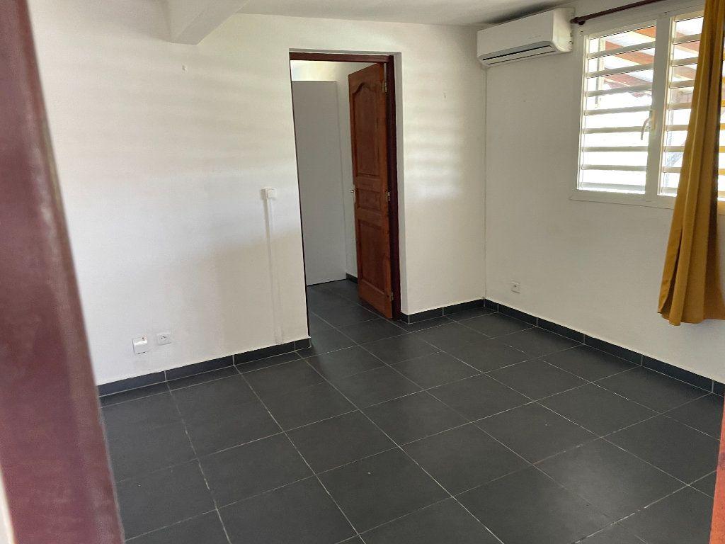 Appartement à louer 2 67m2 à Le Gosier vignette-1