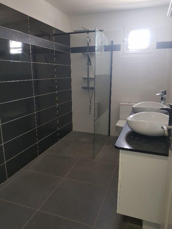 Appartement à louer 5 145m2 à Baie-Mahault vignette-2