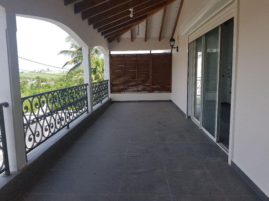Appartement à louer 5 145m2 à Baie-Mahault vignette-4
