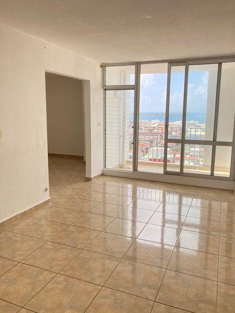 Appartement à vendre 4 73m2 à Pointe-à-Pitre vignette-1