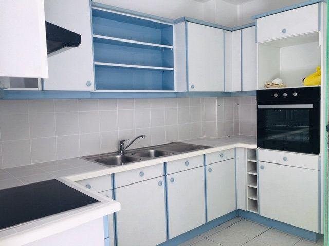 Appartement à louer 3 86.1m2 à Pointe-à-Pitre vignette-2