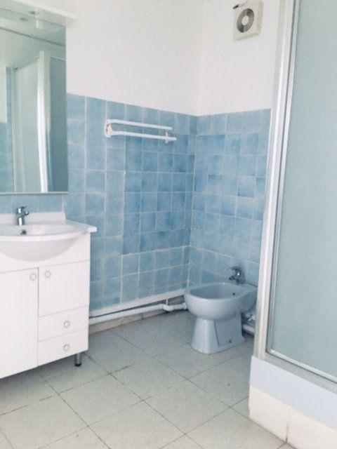 Appartement à louer 3 86.1m2 à Pointe-à-Pitre vignette-4