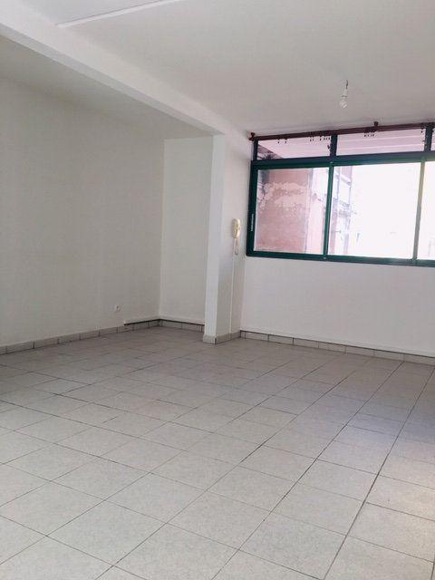 Appartement à louer 3 86.1m2 à Pointe-à-Pitre vignette-5
