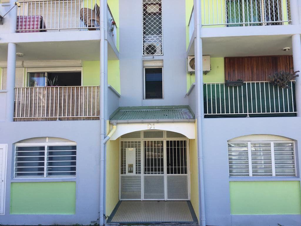 Appartement à vendre 3 62m2 à Baie-Mahault vignette-1