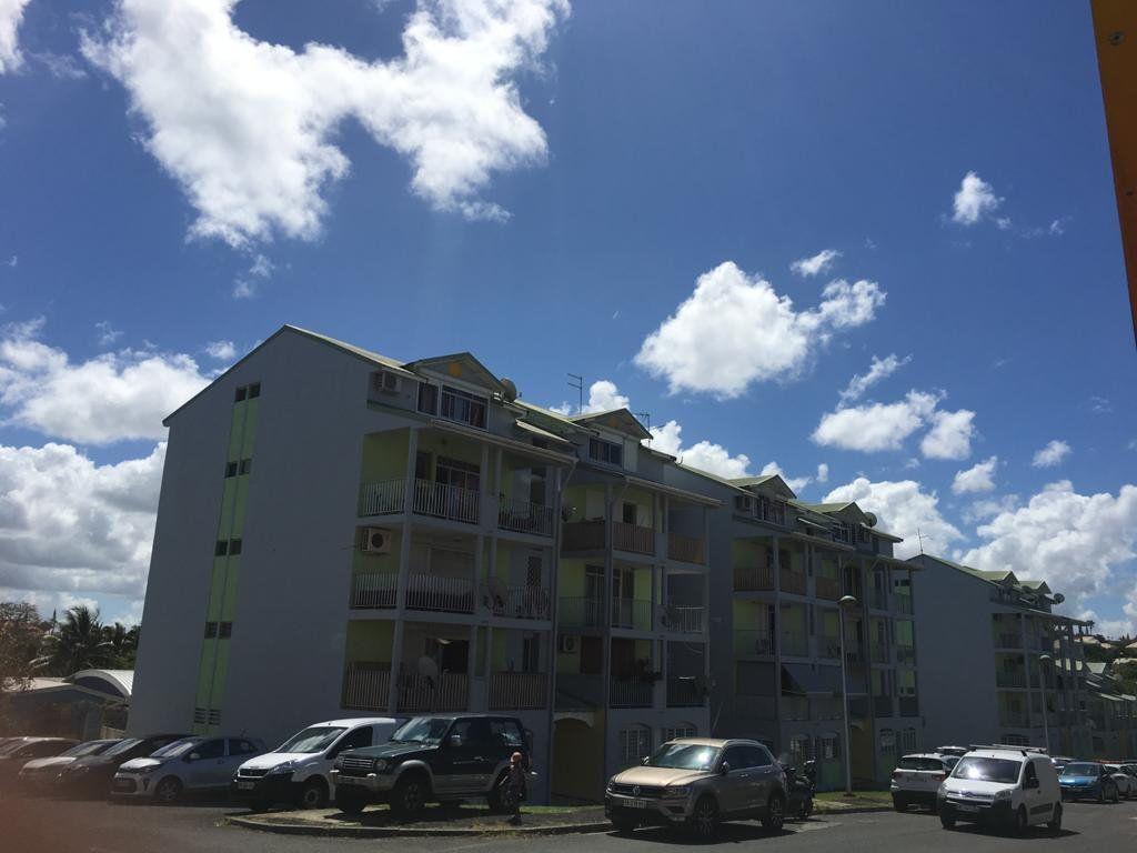 Appartement à vendre 3 62m2 à Baie-Mahault vignette-2