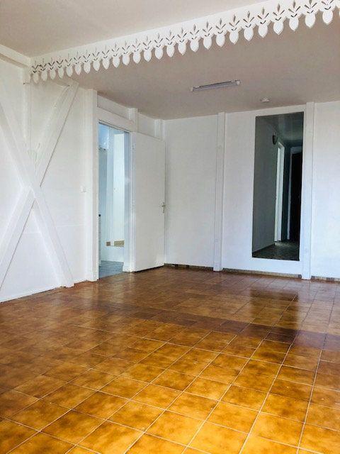 Appartement à louer 2 50m2 à Petit-Bourg vignette-3
