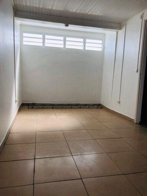 Appartement à louer 2 50m2 à Petit-Bourg vignette-4