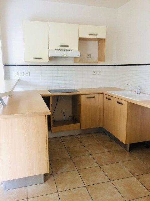 Appartement à louer 3 65.64m2 à Baie-Mahault vignette-2
