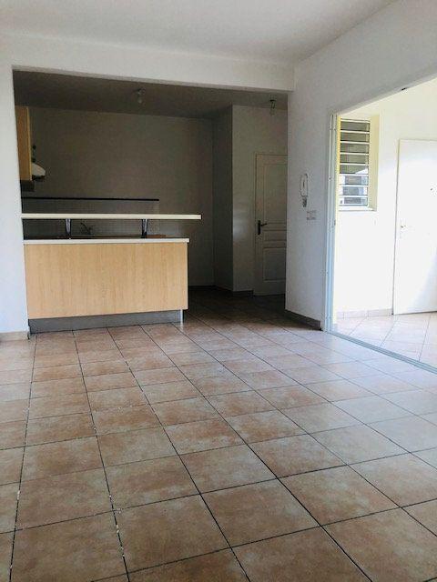 Appartement à louer 3 65.64m2 à Baie-Mahault vignette-3