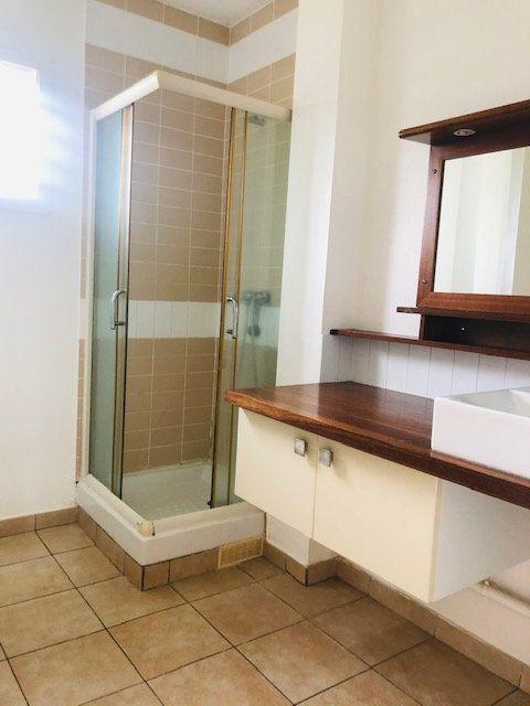 Appartement à louer 3 65.64m2 à Baie-Mahault vignette-6