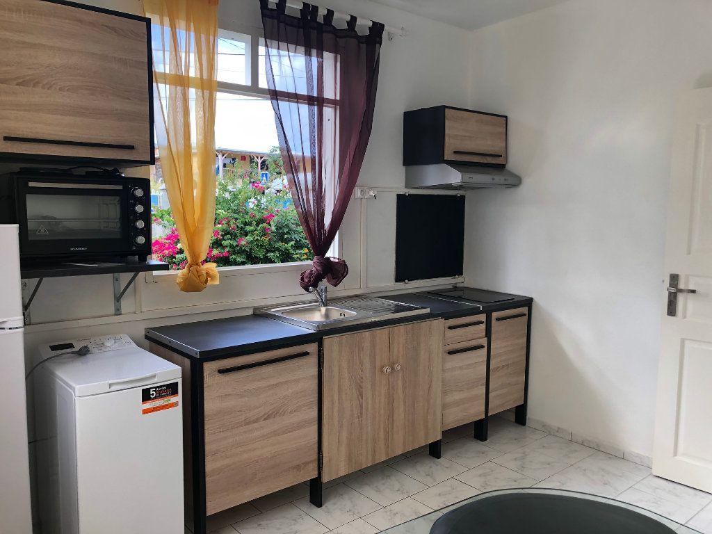 Appartement à louer 2 39m2 à Sainte-Rose vignette-1