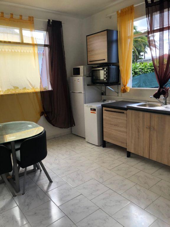 Appartement à louer 2 39m2 à Sainte-Rose vignette-2