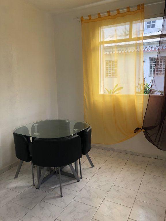 Appartement à louer 2 39m2 à Sainte-Rose vignette-3