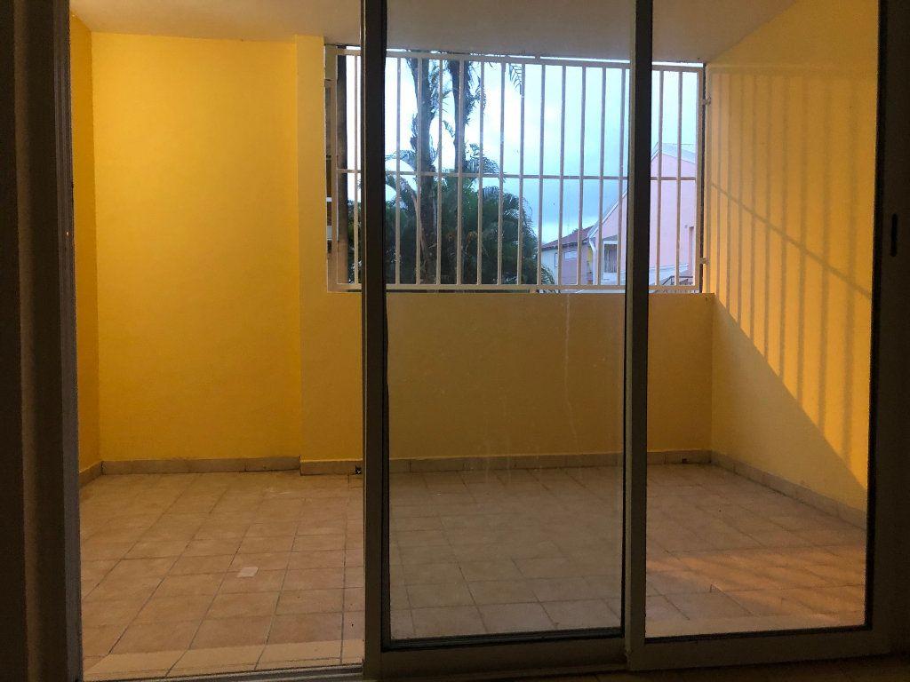 Appartement à louer 2 50.78m2 à Sainte-Rose vignette-1
