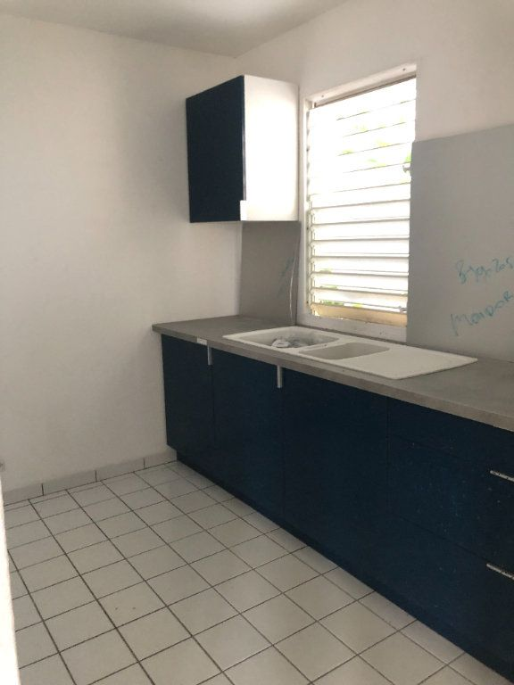 Appartement à louer 3 54.35m2 à Sainte-Rose vignette-1