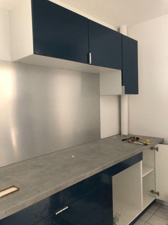 Appartement à louer 3 54.35m2 à Sainte-Rose vignette-2