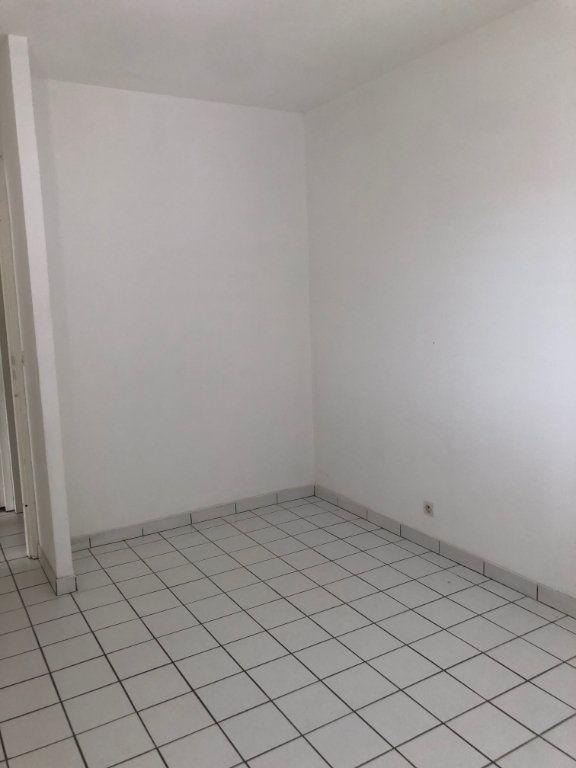 Appartement à louer 3 54.35m2 à Sainte-Rose vignette-3