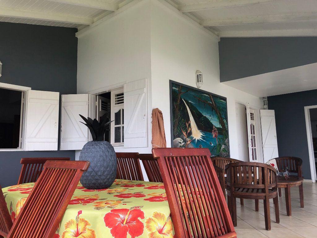 Maison à louer 5 190m2 à Lamentin vignette-5