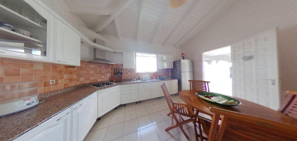 Maison à louer 5 190m2 à Lamentin vignette-6
