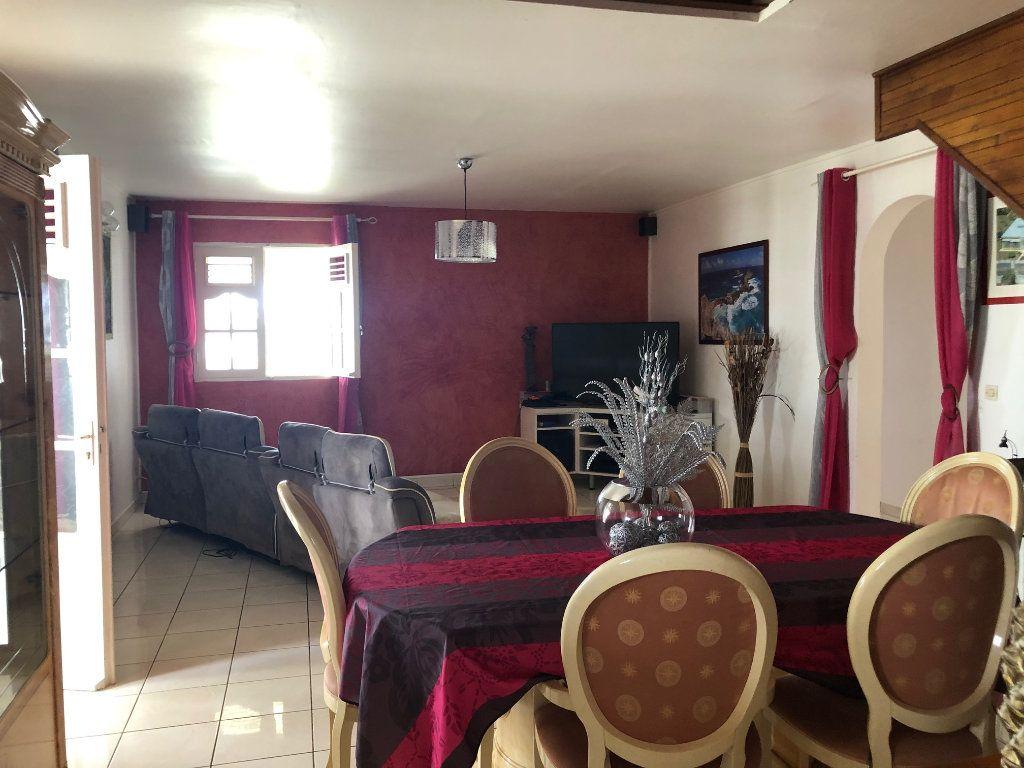 Maison à louer 5 190m2 à Lamentin vignette-8