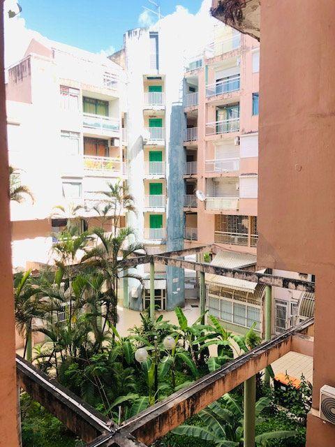 Appartement à louer 3 69.96m2 à Pointe-à-Pitre vignette-1