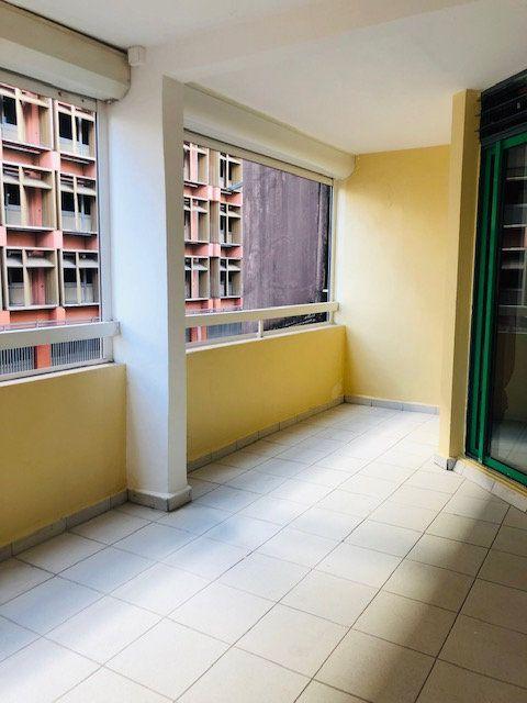 Appartement à louer 3 69.96m2 à Pointe-à-Pitre vignette-3
