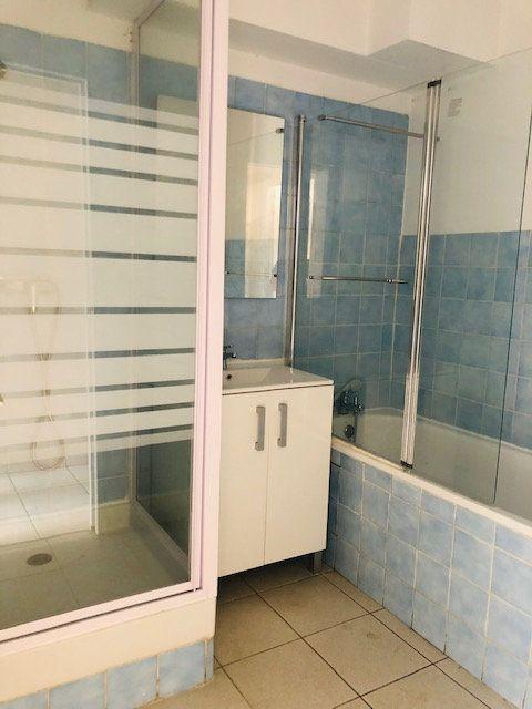 Appartement à louer 3 69.96m2 à Pointe-à-Pitre vignette-5