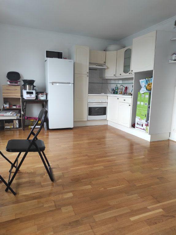 Appartement à louer 1 32m2 à Le Plessis-Trévise vignette-1