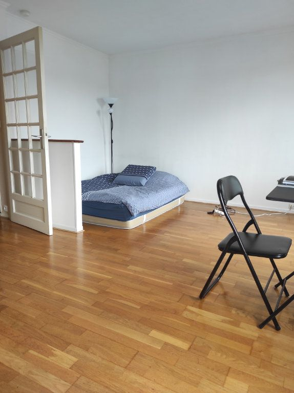 Appartement à louer 1 32m2 à Le Plessis-Trévise vignette-2