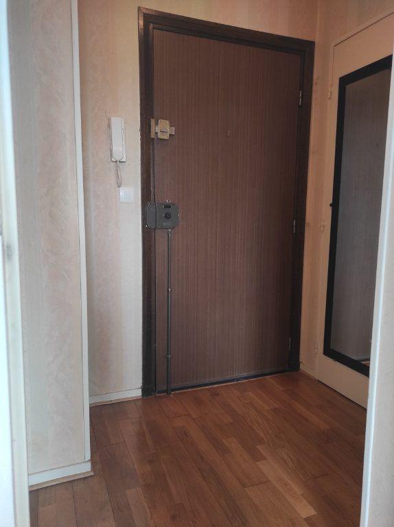 Appartement à louer 1 32m2 à Le Plessis-Trévise vignette-3